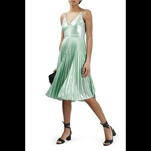 TOPSHOP Metallic Plunge Pleat Midi Dress